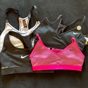 Lot of sports bras 3 Nike, plus one free extra